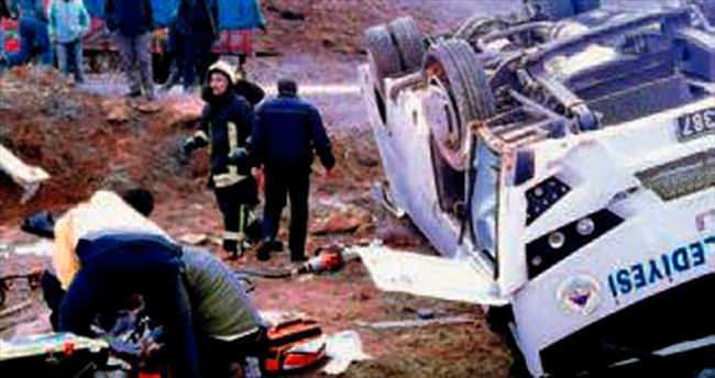Hentbolcular kaza yaptı: 2 ölü, 11 yaralı
