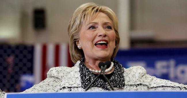 Clinton bu kez rahat kazandı