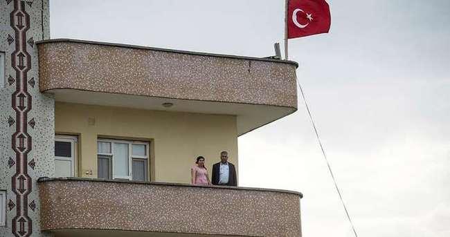 İdil halkından asker ve polise bayraklı destek!