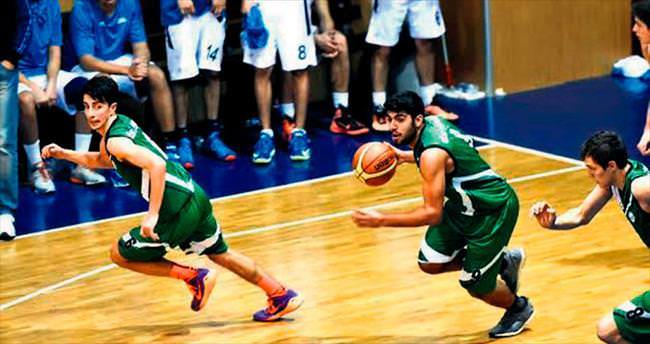 Mamaklı genç basketbolcular yerini kimseye kaptırmıyor