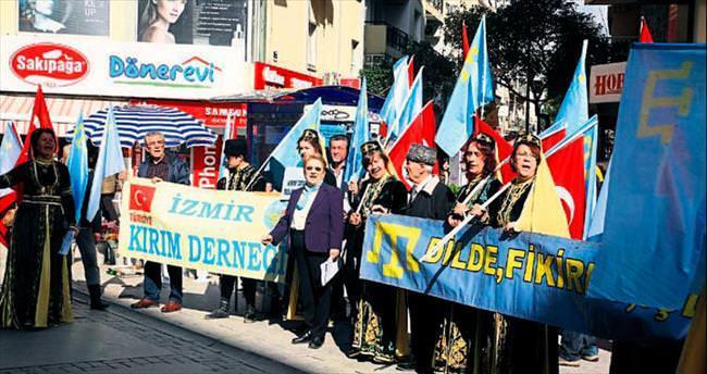 İzmir'deki Kırım Türkleri Rusya'yı protesto etti