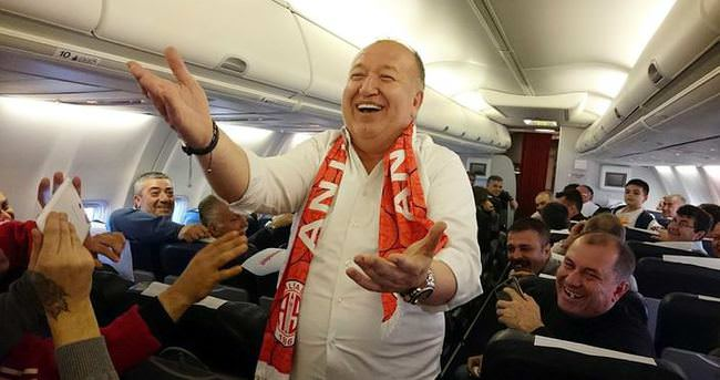Antalya uçakta coştu!