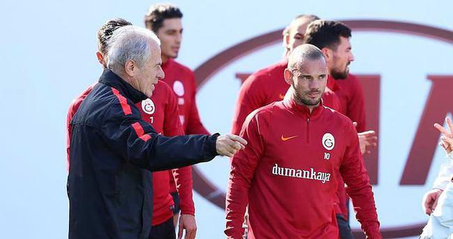 Sneijder'den o iddialara sert yanıt