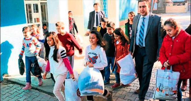 Öğrenciler Türkmenlere yardımını esirgemedi