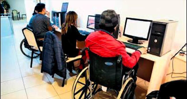 Gölbaşı'nda engelliler için bilgisayar kursu