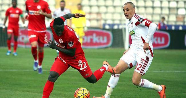 Antalyaspor, Sivasspor maçında kaleyi bulamadı