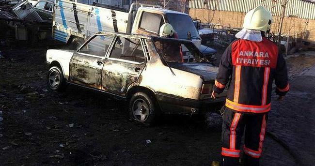 Ankara'da iki araç kundaklandı