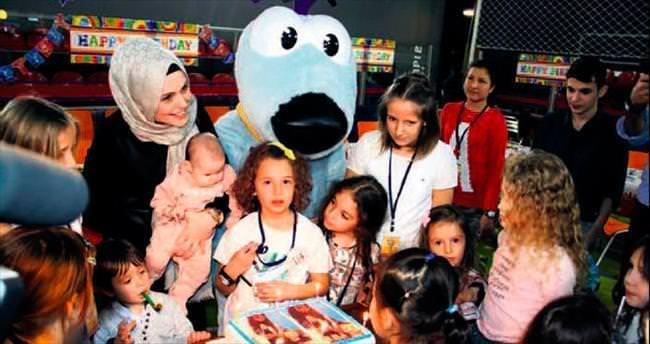 Ela'ya İstanbul'da ilk doğum günü partisi