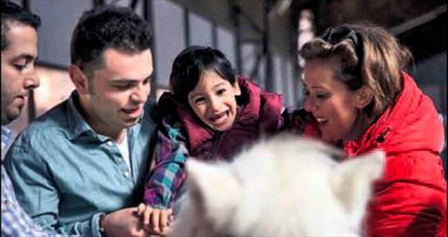 Çocuklar engelleri atlarla aşıyor