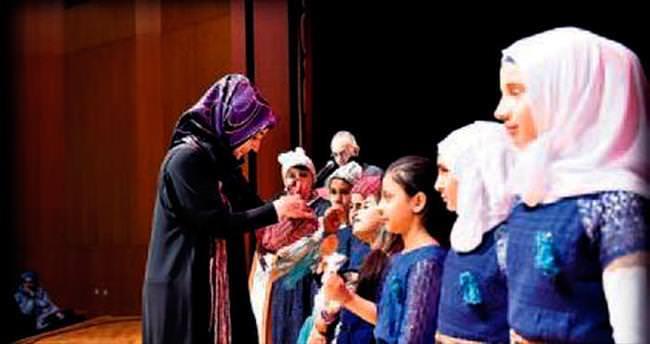 Suriyeli çocuklar için sevgiyle dokudular
