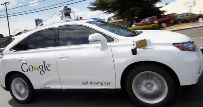 Google'ın otomobili kaza yaptı!