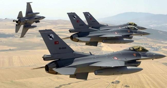 Türk F-16'ları kilit atılarak taciz edildi