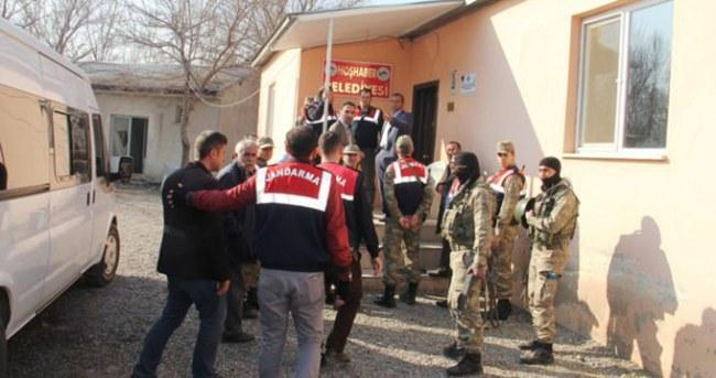 DBP'li belediyeye terör operasyonu: 13 gözaltı