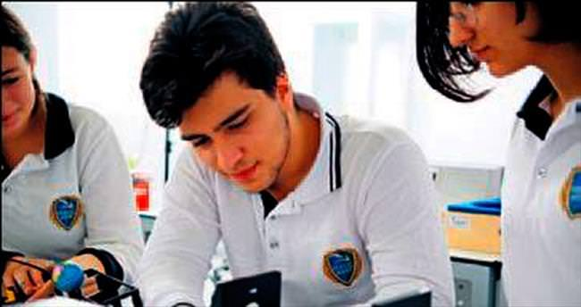 Öğrenciler kendi yazılımlarıyla robot yapacak