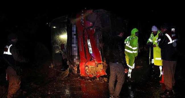Isparta'da yolcu otobüsü devrildi: Çok sayıda yaralı var!