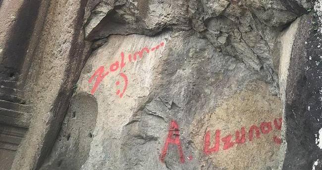 Tarihi anıta yazıya soruşturma