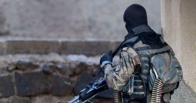 İlçede teröristlerin sıkıştırıldığı bölgeye top atışları yapıldı