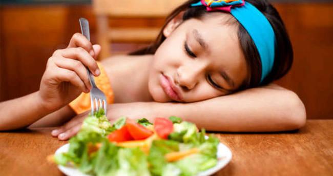 Çocuğunuz yemek yemiyorsa inatlaşmayın