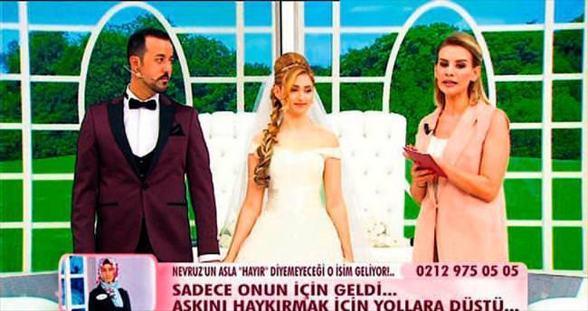 Esra Erol bir çifti daha evlendirdi
