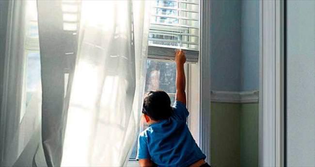 Medine bebek pencereden düşerek öldü