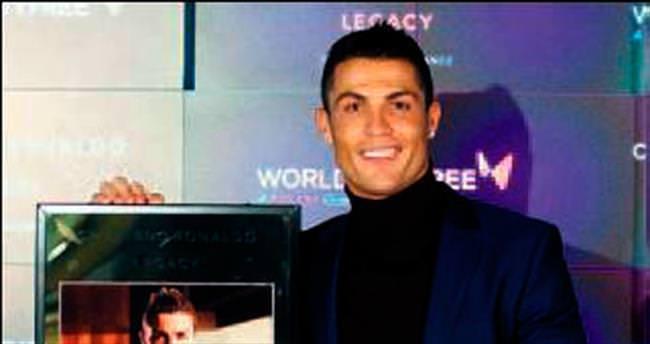 Ronaldo parfümlendi