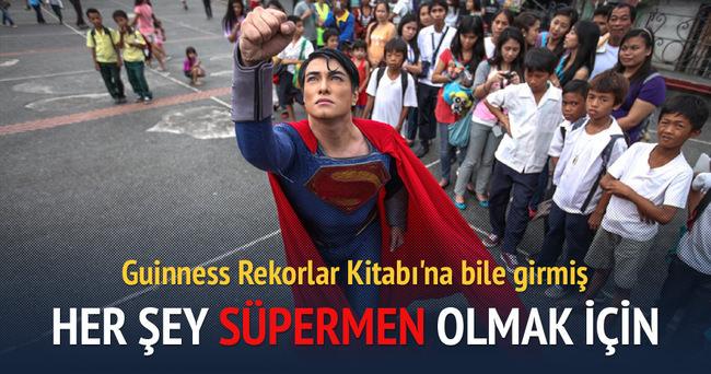 23 estetik ameliyatla Süpermen'e benzedi