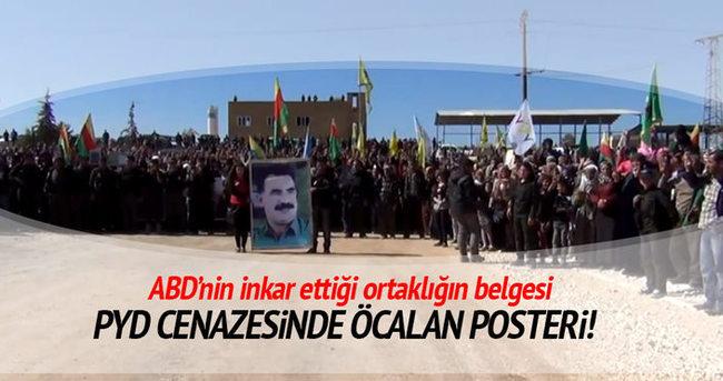 PYD cenazesinde Öcalan posteri