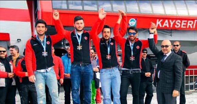 Erciyes'te 15 günde iki şampiyona yapıldı