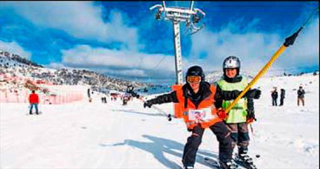 Denizli'deki kayak merkezine kar yağdı