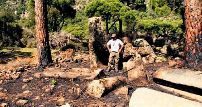 Sucuk pişirirken tapınağı yaktılar