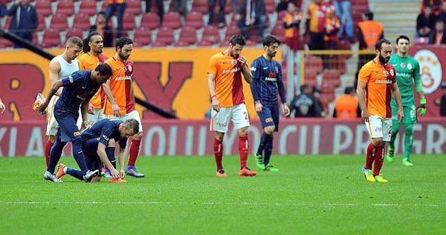 Galatasaray - Başakşehir düellosunun galibi yok