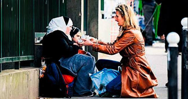 Stewart'tan sokaktaki mülteciye yardım