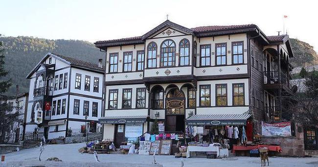 Sakin şehir tarihi konaklarıyla ilgi çekiyor