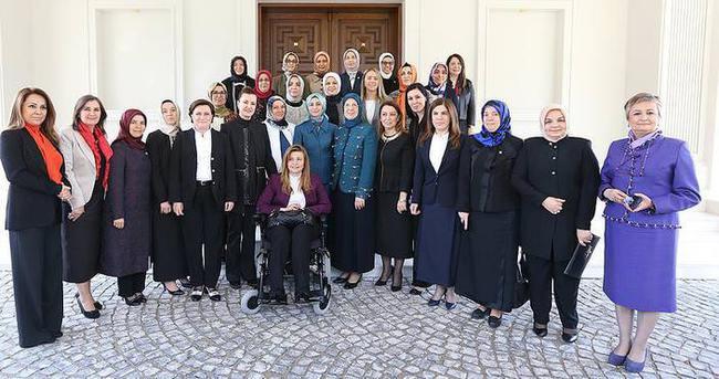 Sare Davutoğlu AK Partili kadın milletvekilleriyle bir araya geldi