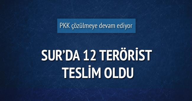 Sur'da 12 terörist böyle teslim oldu