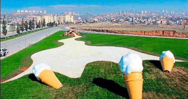 Maraş dondurması kavşakta anlatıldı