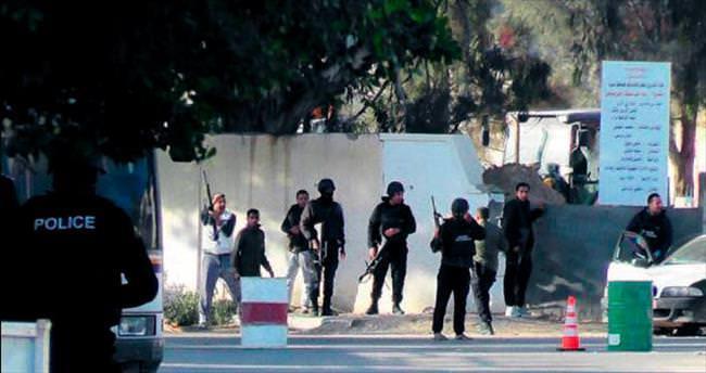 Libya'dan sızarak Tunus'a saldırdılar