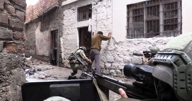 Sur'da 13 terörist teslim oldu
