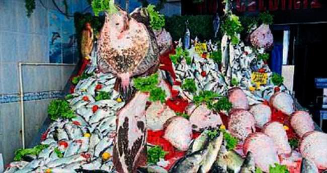 Pazarda balık satışı mevzuata uymalı