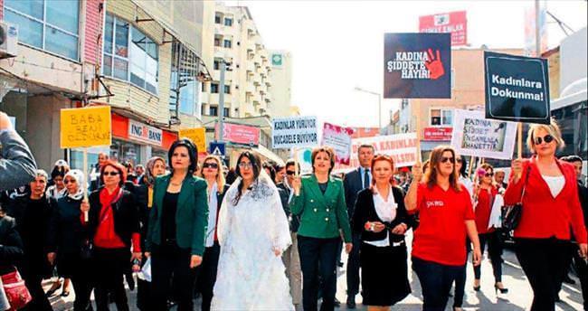 Osmaniyeli kadınlardan 'kırmızı ayakkabı' eylemi