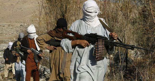 Taliban'da karşıt gruplar çatışıyor, 100'e yakın ölü var