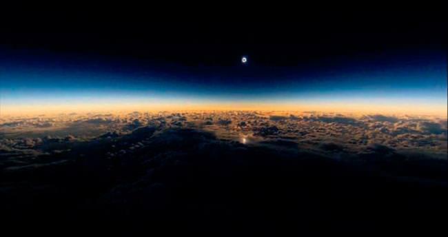 Alaska Havayolları'nın güneş tutulması seferi