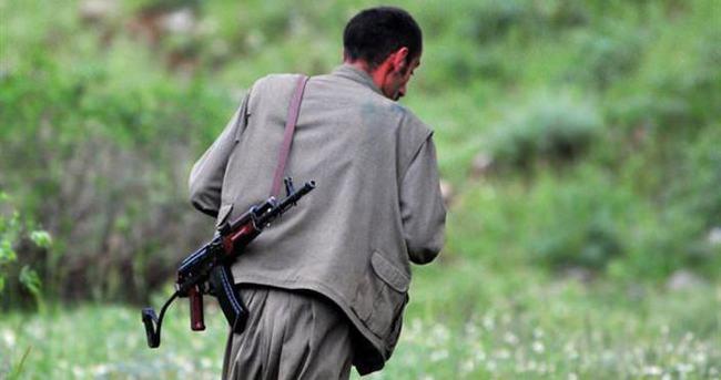 Terörist oğlunu askere teslim etti