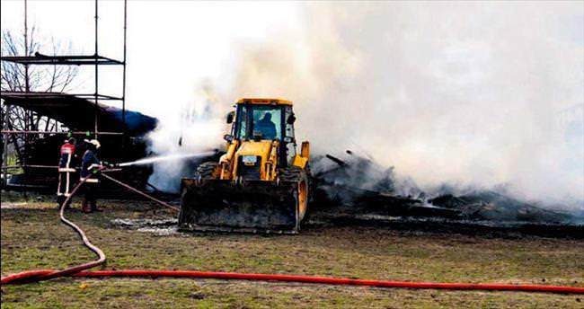 Çiftlikte çıkan yangın 4 saatte söndürüldü