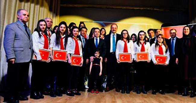 Mamaklı öğrenciler Mehmet Akif'i şiirlerle andı