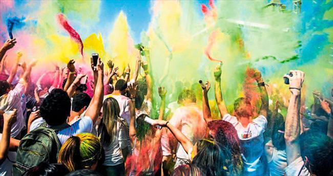 Mistik ülkenin en renkli festivali