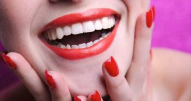 Beyaz dişler için 4 doğal yöntem