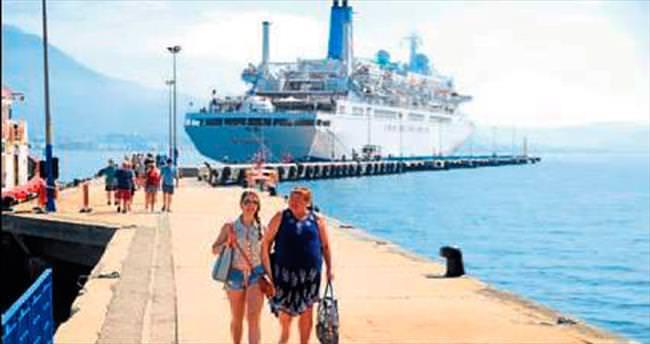 İngiliz gemisi yine Alanya'ya geldi