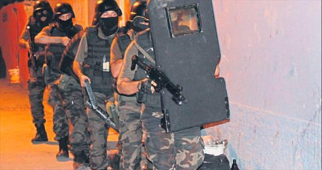 Silah tacirlerine Adana'da darbe