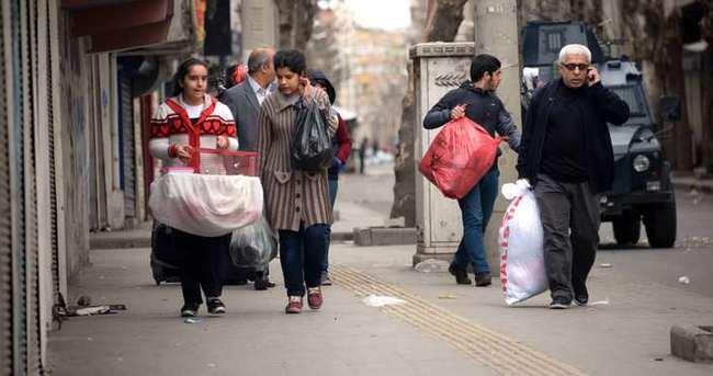 Bağlar'da terör mağdurları göç etmeye devam ediyor!